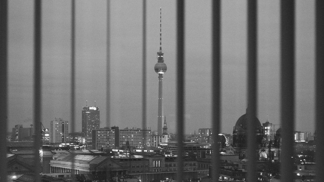 window-skyline-tv-tower-bars-bw-1152x648-lindenpartners-Berlin